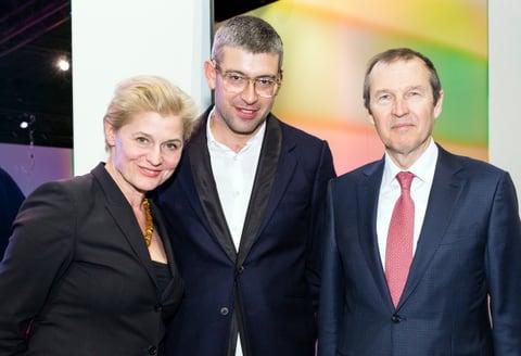 Il premiato Raphael Hefti affiancato da Dorothea Strauss (Responsabile Corporate Social Responsibility) e Markus Hongler, CEO della Mobiliare.
