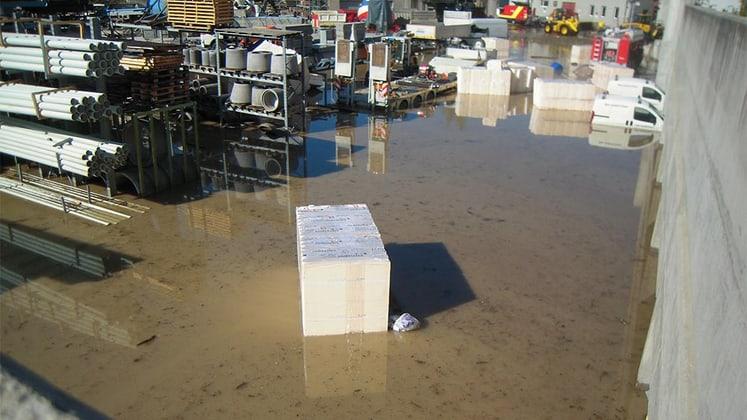 Überschwemmter Hof